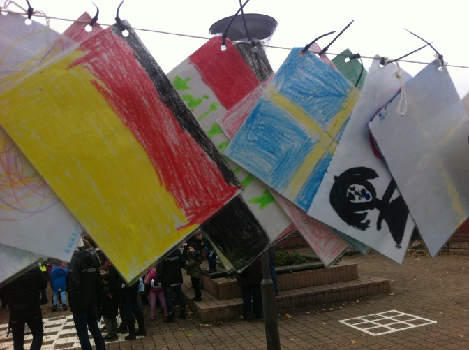 400 barn och flaggor från hela världen i fredsparad