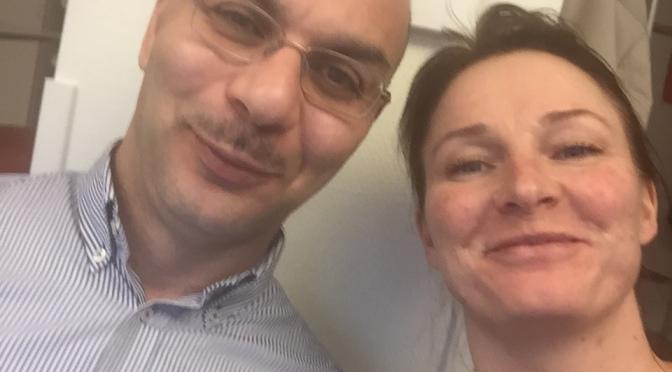 Två glada rekryterare uppgraderade till journalister
