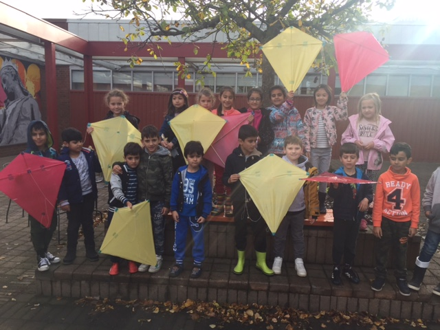 Tidig morgon på Ide A 36 barn från Drottninghögskolan gör Drakar till vore Festival 25 Oktober :)